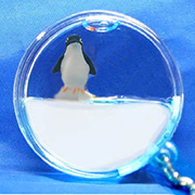 Keyring Liquid Round Penguin, white
